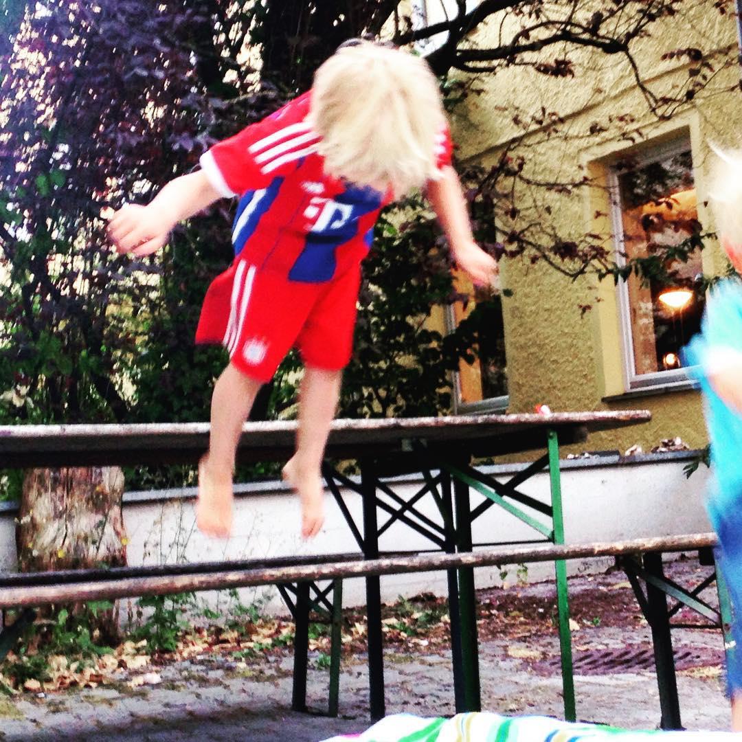 Und die Bayern fliegen hoch hoch hoch Sommerferien jumparound daheimhellip